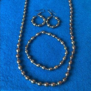 *Fresh water pearl necklace set